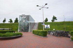 Fietsenstalling (Stationsplein) bij het NS station van Barendrecht aan de Stationsweg