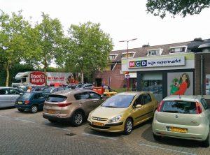 MCD Supermarkt aan de Marijkesingel met Boons Markt vrachtwagen