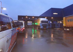 Illegalen uit vrachtwagen gehaald bij IKEA Barendrecht