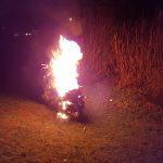 Gestolen scooter in brand gestoken op speeleiland aan de Meerwedesingel