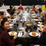 Kitchen Skillz jongeren koken wederom voor ouderen in BLOK0180