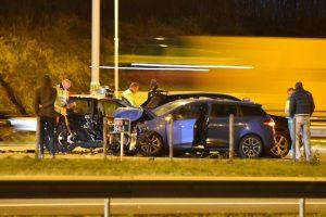Gewonden bij aanrijding tussen meerdere auto's op de A15