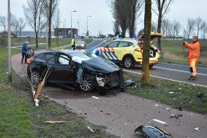 Automobilist gewond geraakt bij aanrijding tegen boom langs Sweelincklaan