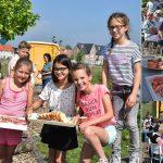Leerlingen Groen van Prinsterer organiseren tea party in de Hoftuin voor buurtbewoners