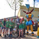 Geschonken boom van scoutinggroep Beelaerts van Blokland terug op het gemeentehuisplein