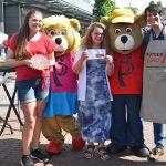 Taartenbakwedstrijd in het centrum van Barendrecht met Heel Holland Bakt winnaar Rutger van den Broek