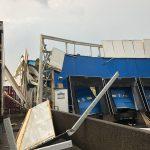 Dak van loods aan de Koopliedenweg ingestort door hevige regenval