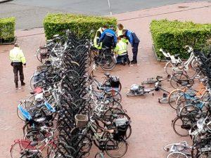 65 fietsen weggehaald tijdens 'grote schoonmaak' rond station Barendrecht