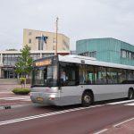 Bus op de Binnenlandse Baan (Gemeentehuisplein/Binnenhof) voor het gemeentehuis van Barendrecht