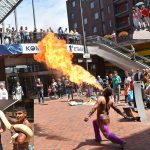Limbodansen, vlammende shows en een slang om je nek tijdens het midsummer event in winkelcentrum Carnisse Veste