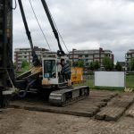 Eerste paal geslagen van nieuwbouw schuren bij De Kleine Duiker