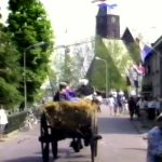 Video uit 1993: Ringsteken met boerenwagens in de Dorpsstraat in Barendrecht