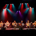 120 gitaristen op het 14e Groot Gitaar Gala in Het Kruispunt