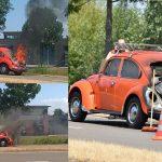 45 jaar oude kever in brand op de Carnisser Baan; bestuurder geëmotioneerd