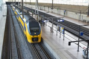 Trein (Intercity) bij station Barendrecht