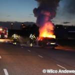 Auto volledig uitgebrand aan de Achterzeedijk in Barendrecht