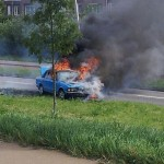 Auto in brand op de Portlandse Baan in Barendrecht