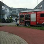Taxi in brand aan de Pesetastraat in Barendrecht
