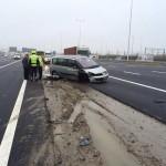 Auto verliest voorwiel bij aanrijding met meerdere voertuigen A15 bij Barendrecht t.h.v. Smitshoek