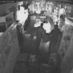 VIDEO: Kinderkledingboetiek 't Schaapje aan de Middenbaan leeggeroofd door 3 inbrekers