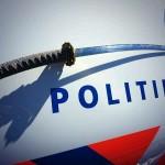 Vrouw met samoerai zwaard overmeesterd door politie