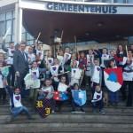 Leerlingen CBS De Ark 'geridderd' in gemeentehuis van Barendrecht