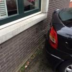 Bestuurder zonder rijbewijs met auto tegen gevel woning Zwarte Meer in Barendrecht