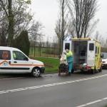 Auto belandt naast de weg aan de Sweelincklaan