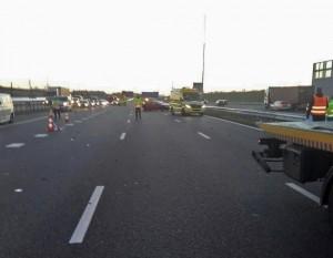 Ruim 7km file na ongeval met 3 auto's en 2 vrachtwagen op A15 bij Smitshoek