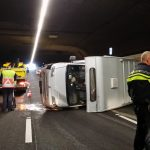 Camper omgeslagen in Heinenoordtunnel: tunnel afgesloten, file op A29