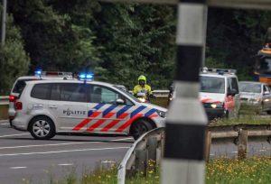 Roemeense oplichters rijden motoragent bijna aan bij oprit Kilweg, agent trekt wapen