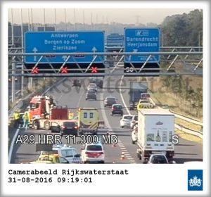 Ongeval met vrachtwagen op A29 thv onderdoorgang