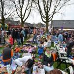 Kindervrijmarkt op het grasveld bij de Dorpskerk (Barendrecht) tijdens Koningsdag 2013