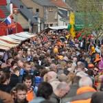Topdrukte op vrijmarkt Oude Dorpskern Barendrecht