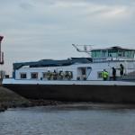 Brand in machinekamer van vrachtschip op de Oude Maas (Barendrecht)