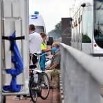 Man valt van fiets op brug over A15 in Carnisselande, Barendrecht