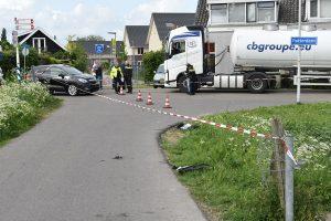 Politie achtervolging van scooter eindigt in de sloot na aanrijding op Kooiwalweg