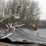 Dakdelen waaien van woningen aan de Bizetstraat in Barendrecht