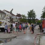 Prokkelmiddag met brandweer en defensie in de Irenestraat, Barendrecht