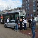 Tram schept auto aan de Avenue Carnisse/Elzenwede in Barendrecht (Carnisselande)