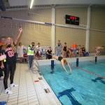 12-uurs zwemmarathon 'Hulpverleners te water' spetterend van start (Inge de Bruijn zwembad, Barendrecht)