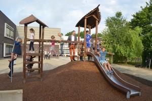Opening nieuwe natuurlijke schoolplein Dr. Schaepmanschool in Barendrecht