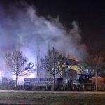 Grote uitslaande brand in half gesloopt schoolgebouw aan de Botter