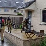 Deur geforceerd vanwege brandalarm in woning aan de Sandelhout in Barendrecht