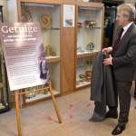 Tentoonstelling over Jodenvervolging geopend bij Historische Vereniging Barendrecht