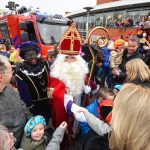Sinterklaas en Zwarte Piet met loeiende sirenes aangekomen in Barendrecht