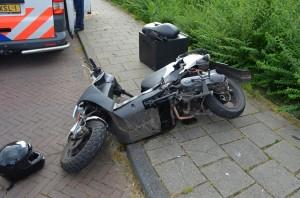 Scooterrijder gewond bij aanrijding met auto aan het Zalwater/Fuikkant in Barendrecht