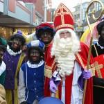 Sinterklaas met Zwarte Pieten op de Middenbaan, Centrum Barendrecht