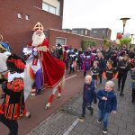 Sinterklaas te paard met muziekpieten door Carnisselande