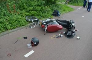 Fietster gewond na aanrijding met scooter op de Dierensteinweg in Barendrecht